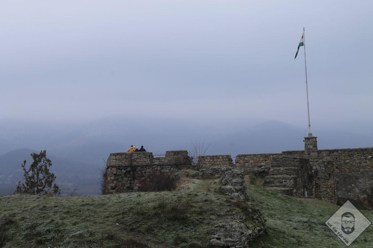 Zászló a ködben