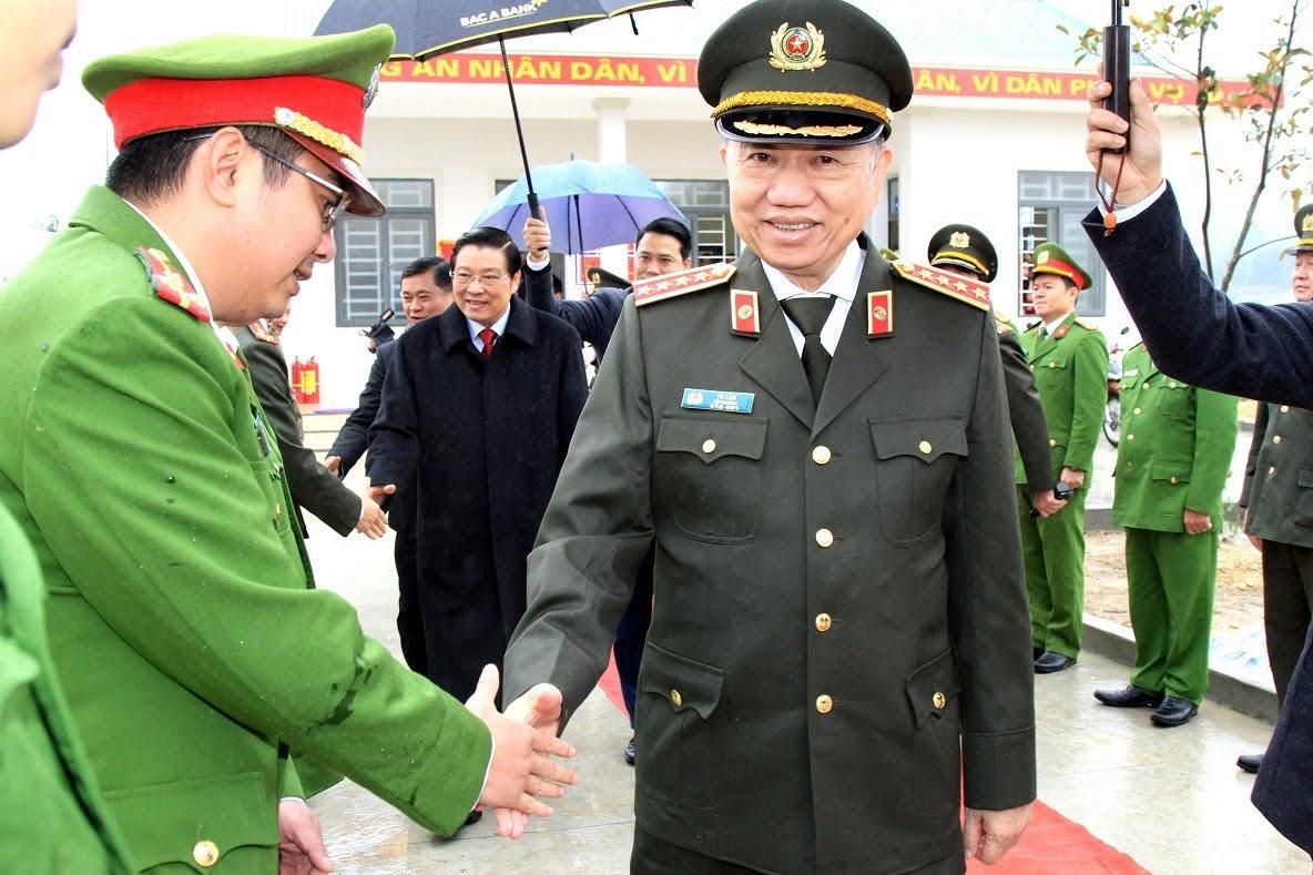 Bộ trưởng Tô Lâm thăm hỏi, động viên lực lượng Công an huyện Thanh Chương.