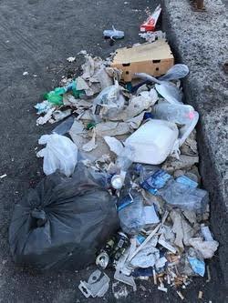 Porto di Catania - spazzatur sul molo di levante