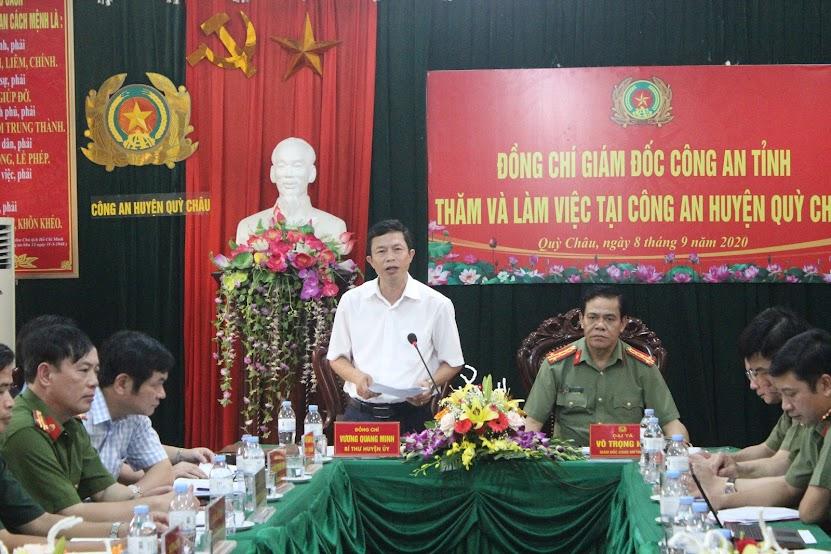 Đồng chí Vương Quang Minh – Bí thư Huyện ủy phát biểu tại buổi làm việc.