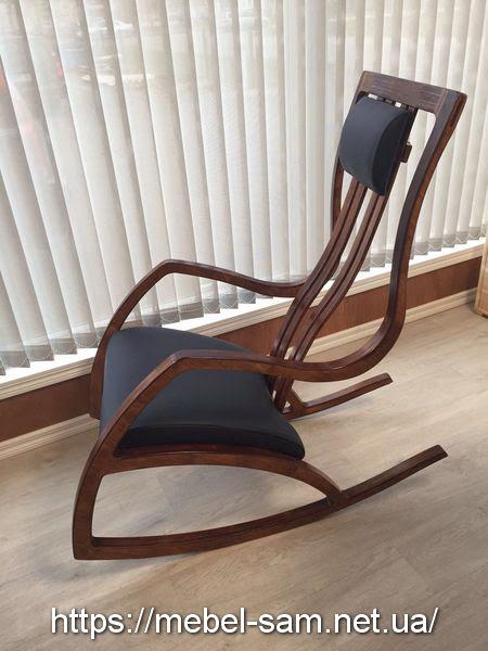 Кресло из фанеры в темном цвете