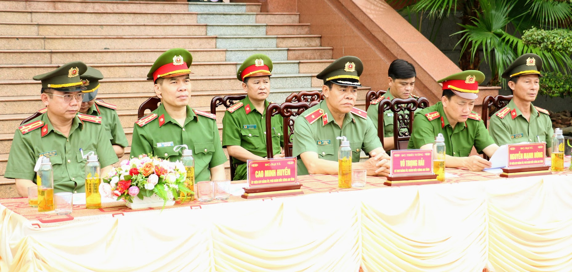 Thiếu tướng Võ Trọng Hải, Ủy viên Ban thường vụ Tỉnh ủy, Bí thư, Giám đốc Công an tỉnh và các đồng chí trong Ban Giám đốc Công an tỉnh dự, chỉ đạo.