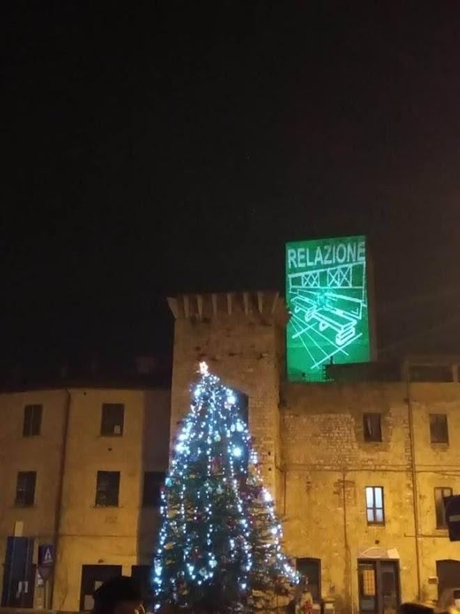 albero di natale e torre