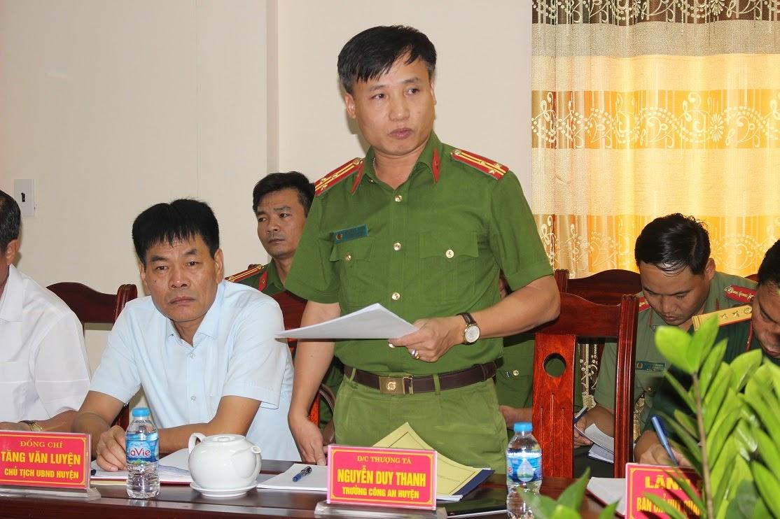 Thượng tá Nguyễn Duy Thanh - Trưởng Công an huyện Diễn Châu báo cáo về kết quả, tình hình công tác bảo đảm ANTT 9 tháng đầu năm 2020