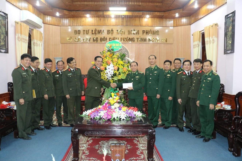 Đoàn công tác chúc mừng Bộ đội Biên phòng tỉnh