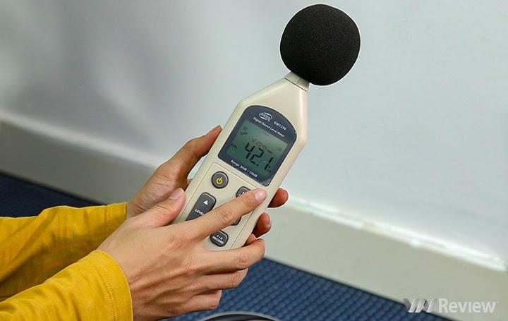 độ ồn khi Hitachi CV-SE230V chưa hoạt động