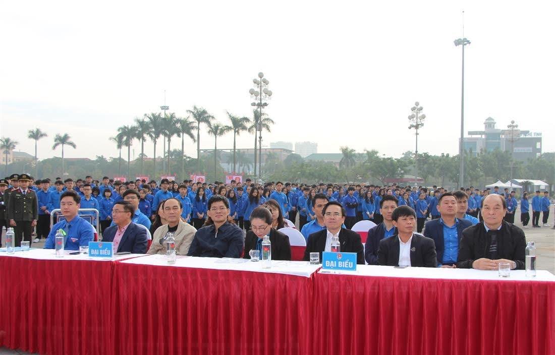Các đại biểu tham gia buổi lễ