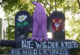 Denkmal farblich umgestaltet: «Nie wieder Krieg! Nie wieder Nazis!»