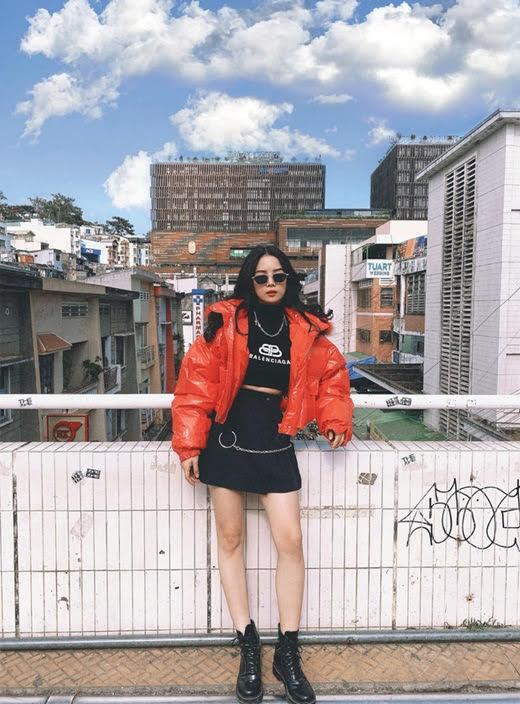 Viahe.xyz - DJ Mie Trương Tiểu My gây chú ý khi xuất hiện với vẻ ngoài xinh đẹp, thân hình chuẩn và sự sôi nổi, cá tính trên sân khấu Rap Việt.