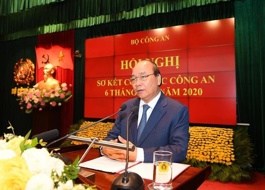 Thủ tướng Nguyễn Xuân Phúc phát biểu chỉ đạo Hội nghị.
