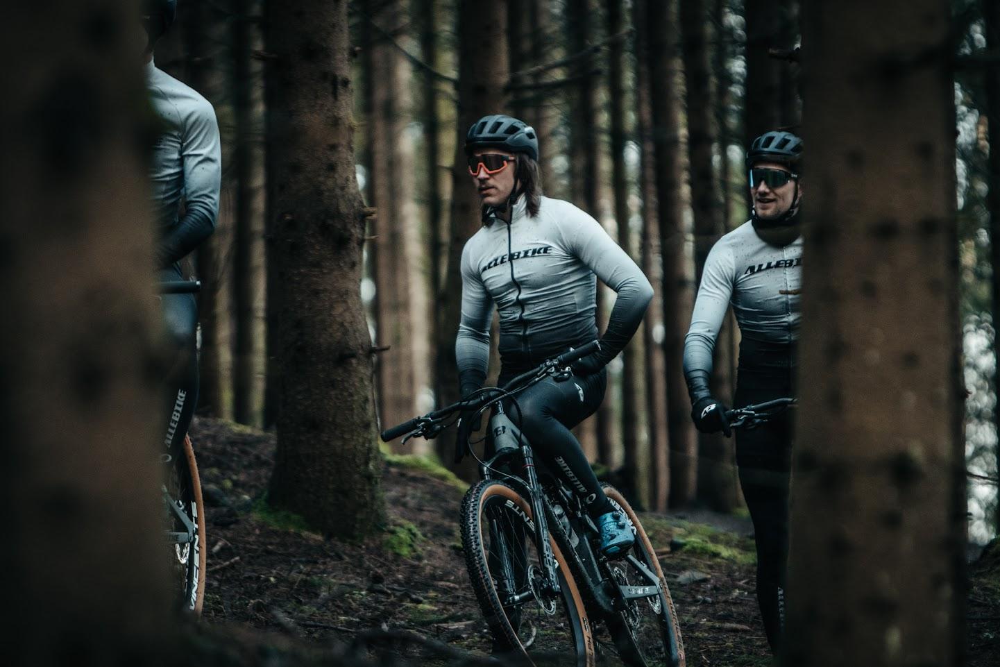 Landsvägscyklar och racers från Allebike för tävlin och träning.