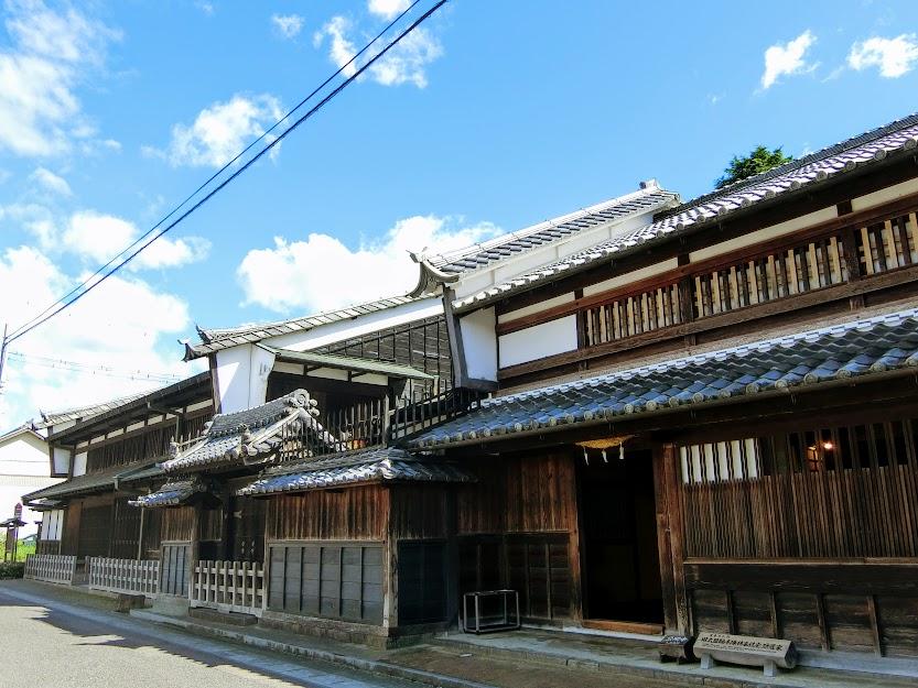 梲が並ぶ木曽川の畔の宿場町『太田』