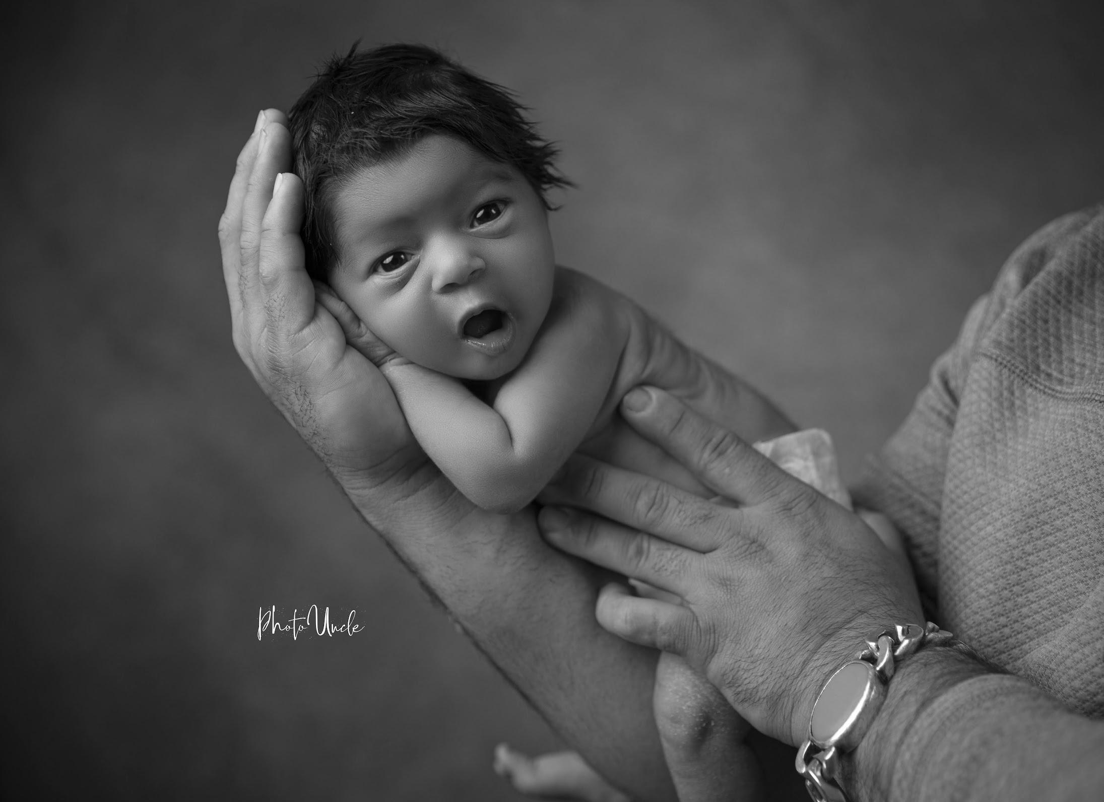 newbornbooking - image on https://photouncle.com