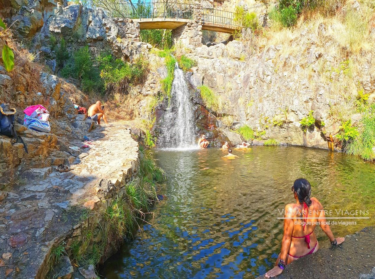 Visitar o passadiço do PENEDO FURADO   Uma praia fluvial, um trilho, um passadiço, várias cascatas e piscinas naturais