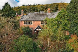 Classic Llanidloes property
