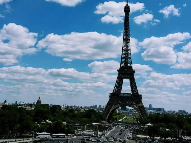 エミリー、パリへ行く  エッフェル塔