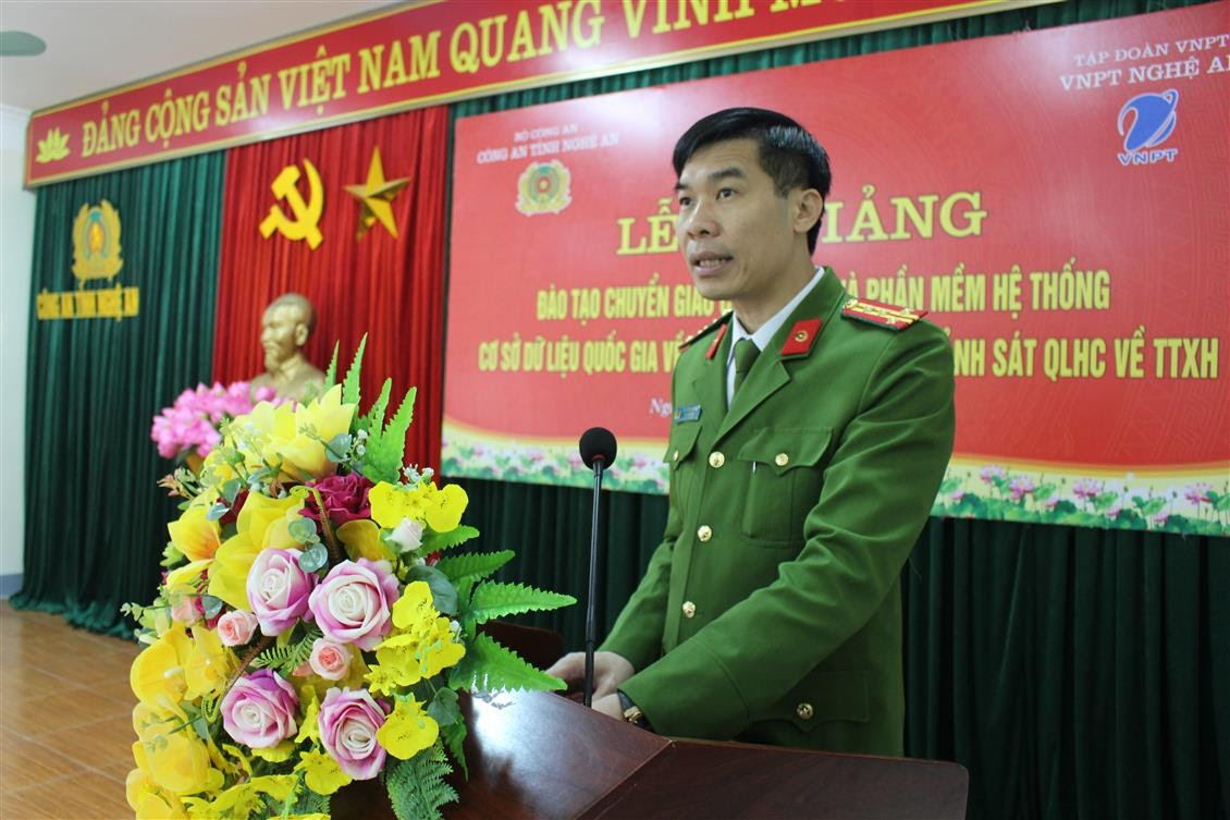 Đồng chí Đại tá Cao Minh Huyền, Phó Giám đốc Công an tỉnh phát biểu tại buổi bế mạc