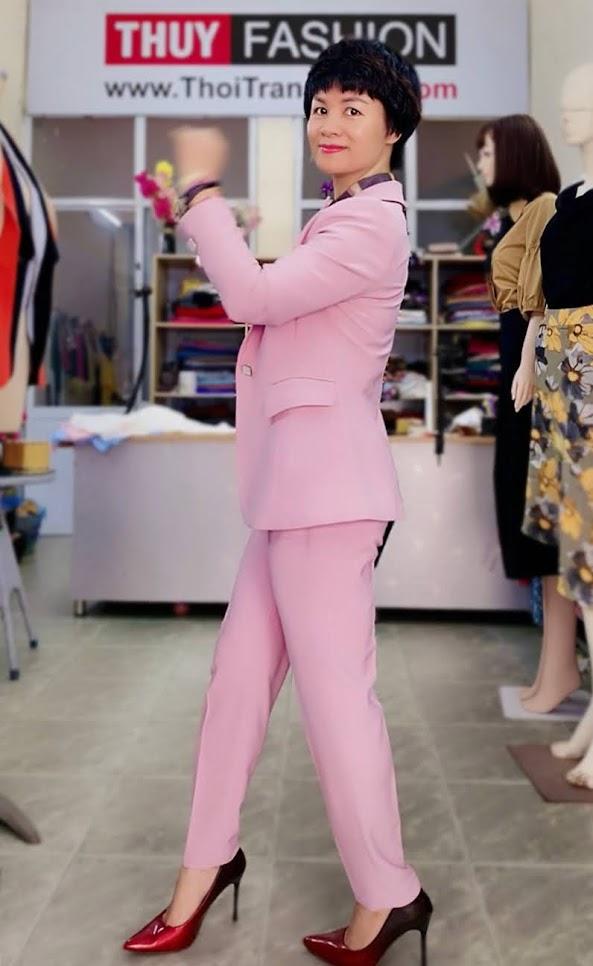 Bộ áo vest nữ mix quần baggy ông côn màu hồng V728 thời trang thủy thái bình