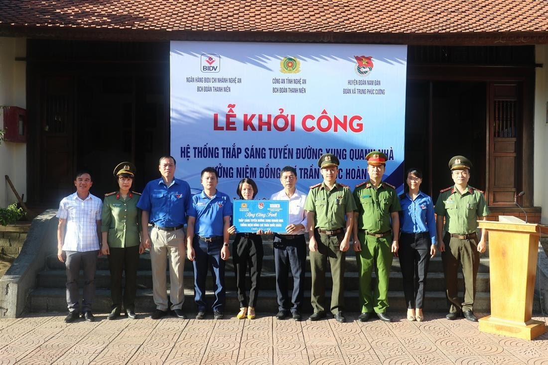 Lễ khởi công chương trình lắp đặt hệ thống thắp sáng tại các tuyến đường xung quanh nhà tưởng niệm đồng chí Trần Quốc Hoàn, với tổng chiều dài 1,5km