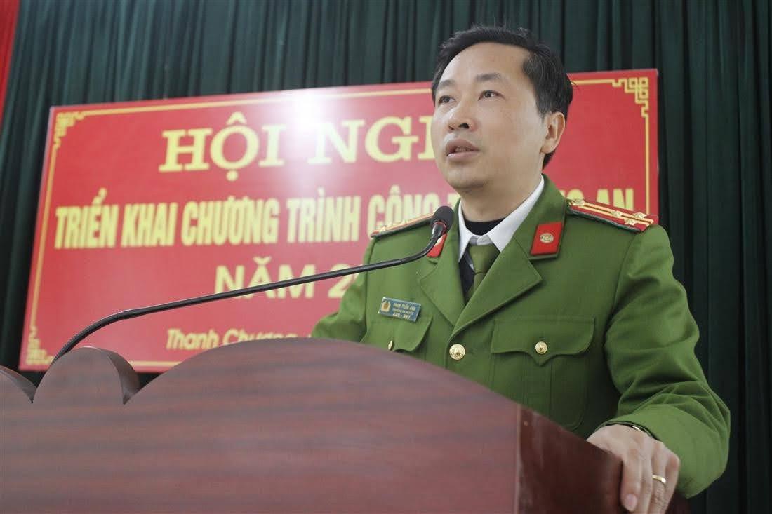 Thượng tá Phan Tuấn Anh, Trưởng Công an huyện Thanh Chương phát biểu tại  Hội nghị
