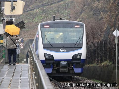 JR東日本 HB-E300系「リゾートしらかみ」青池編成 千畳敷にて_02