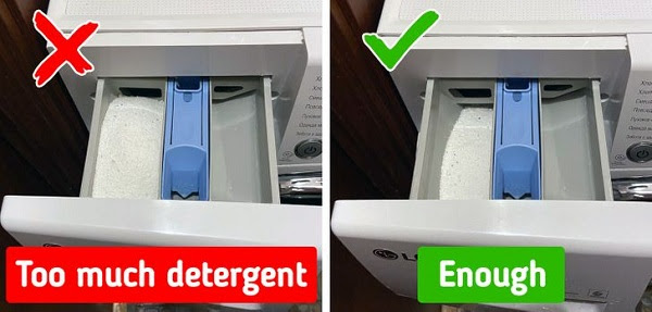 sai lầm khi giặt quần áo có thể làm hư máy giặt: cho quá nhiều bột giặt