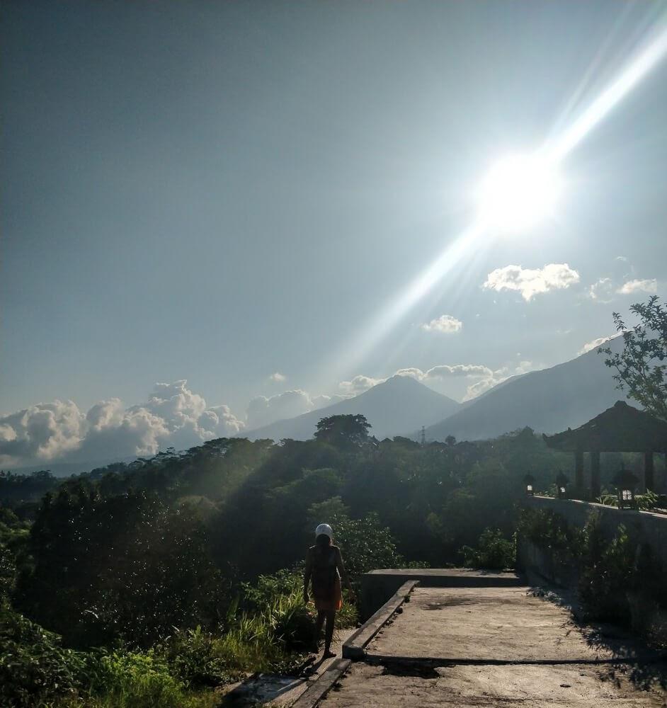 petroel pump on the way to ulun danu temple.jpg