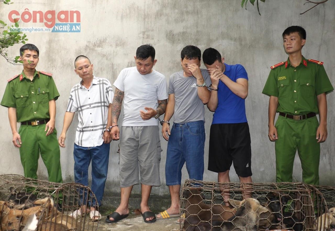 Công an TX Thái Hòa bắt giữ ổ nhóm trộm cắp chó                    chuyên nghiệp (X)
