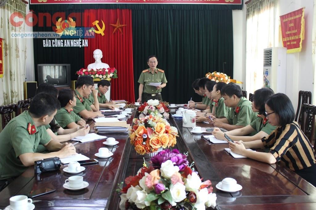 Lãnh đạo Công an tỉnh cùng UBKT Đảng ủy Công an tỉnh  kiểm tra thực hiện Nghị quyết Trung ương 4 tại Báo Công an Nghệ An