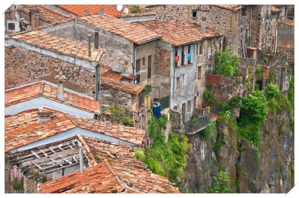 Castellfollit de la Roca, a cidade suspensa