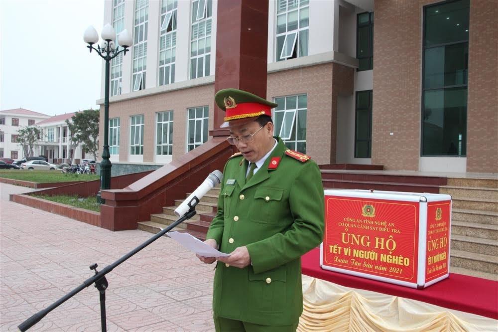 Đại tá Nguyễn Mạnh Hùng, Phó Giám đốc Công an tỉnh, Thủ trưởng Cơ quan CSĐT Công an Nghệ An phát động Tết vì người nghèo