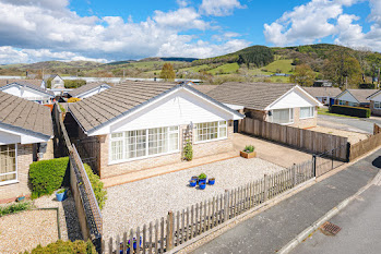 Immaculate Carno bungalow
