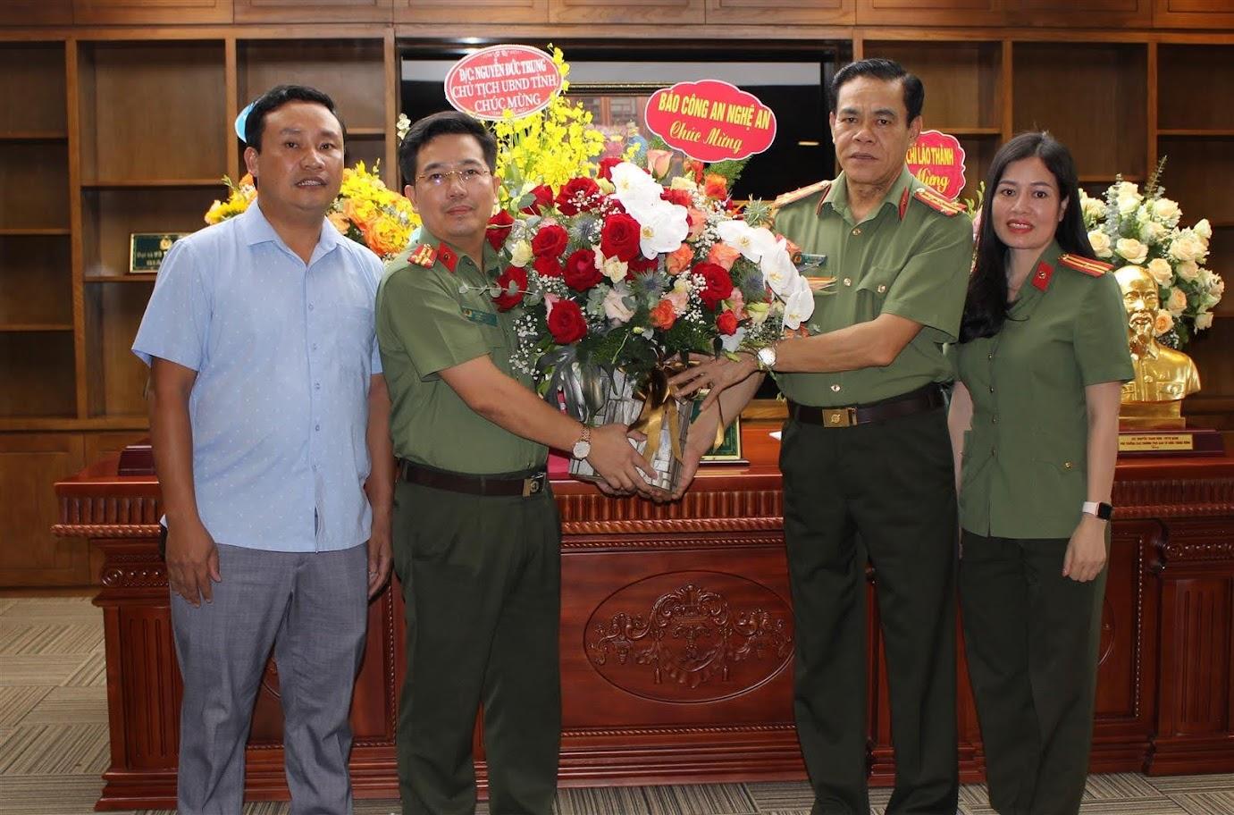 Báo Công an Nghệ An chúc mừng Đại tá Võ Trọng Hải