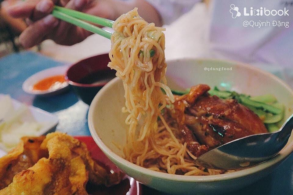 Mì gà quay San San - 1235 Hoàng Sa Quận Tân Bình