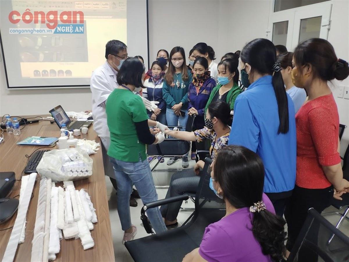 Công ty CP may Minh Anh (Đô Lương) tổ chức huấn luyện                sơ cấp cứu định kỳ hàng năm cho người lao động