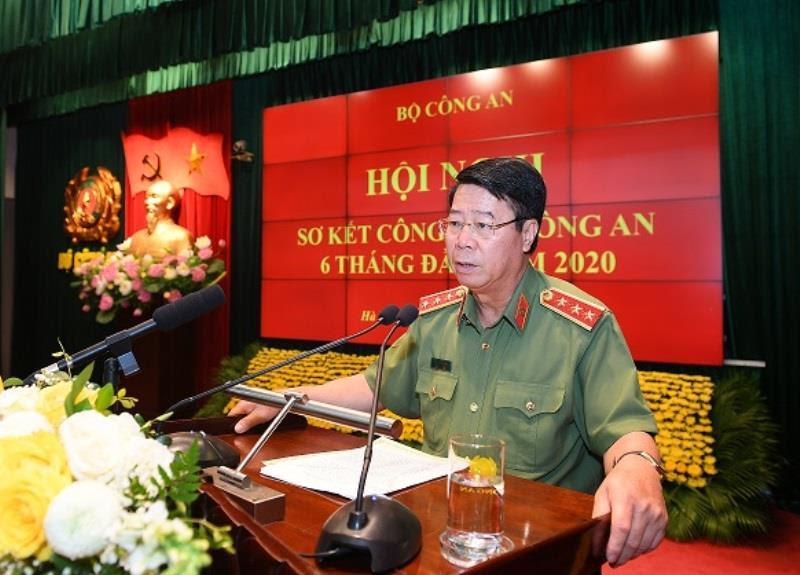 Thứ trưởng Bùi Văn Nam trình bày Báo cáo tóm tắt tình hình, kết quả các mặt công tác 6 tháng đầu năm và nhiệm vụ, giải pháp trọng tâm 6 tháng cuối năm 2020.