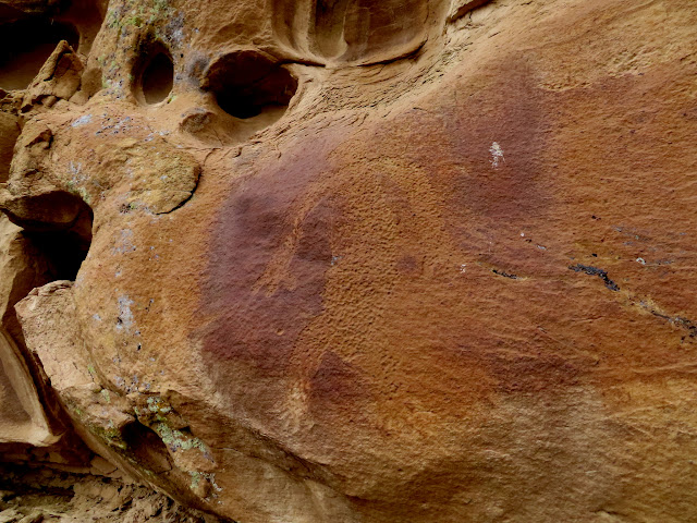 Lone petroglyph between Kirtland and Waterflow