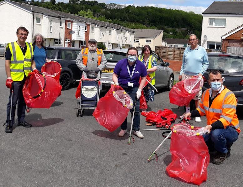 WI members clean up seven miles of lanes