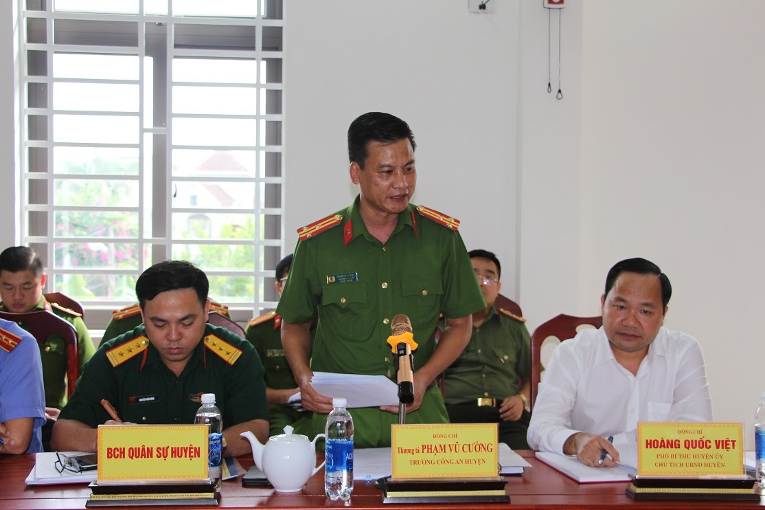 Thượng tá Phạm Vũ Cường, Trưởng Công an huyện Tân Kỳ báo cáo tình hình công tác trong 9 tháng đầu năm