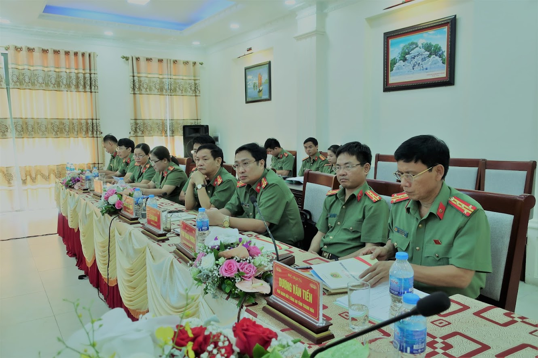 Đại biểu Cục X03, Bộ Công an và lãnh đạo Công an các tỉnh Bắc Trung Bộ tham dự hội nghị