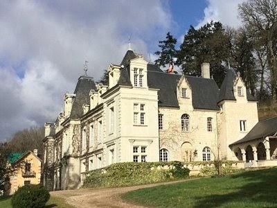 エミリー、パリへ行く カミーユの実家Château de Sonnay