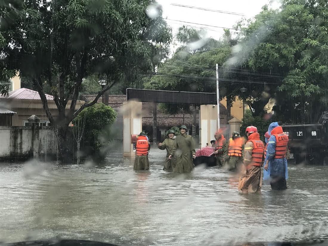Nhanh chóng phối hợp lực lượng chức năng tỉnh Hà Tĩnh hỗ trợ người dân