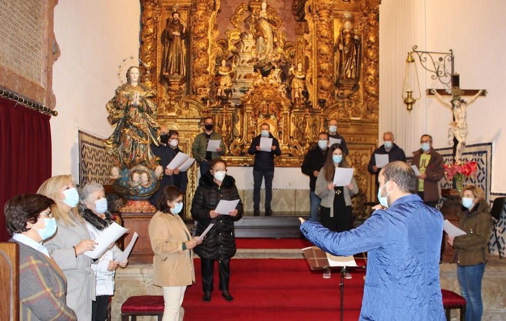 """Coro da Misericórdia de Lamego canta """"Parabéns a Você"""" com partitura a quatro vozes"""