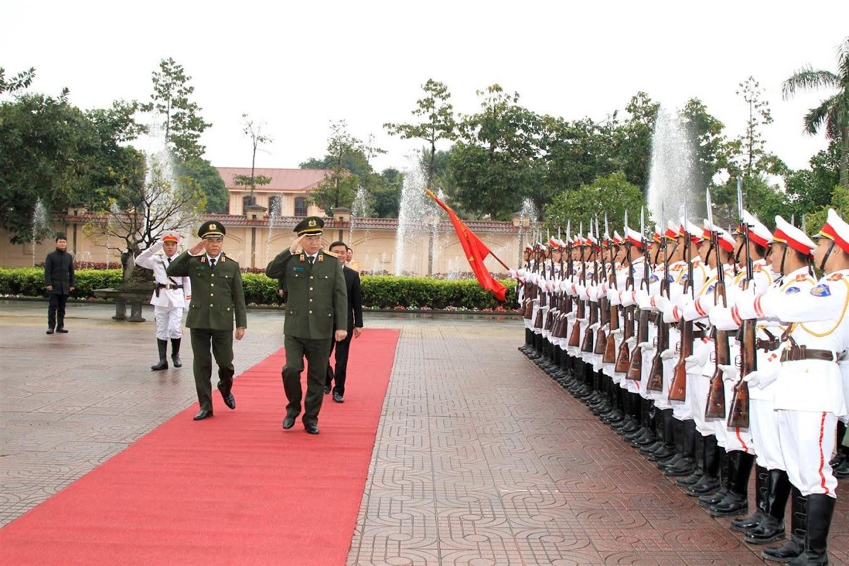 Bộ trưởng Tô Lâm duyệt đội danh dự CAND.