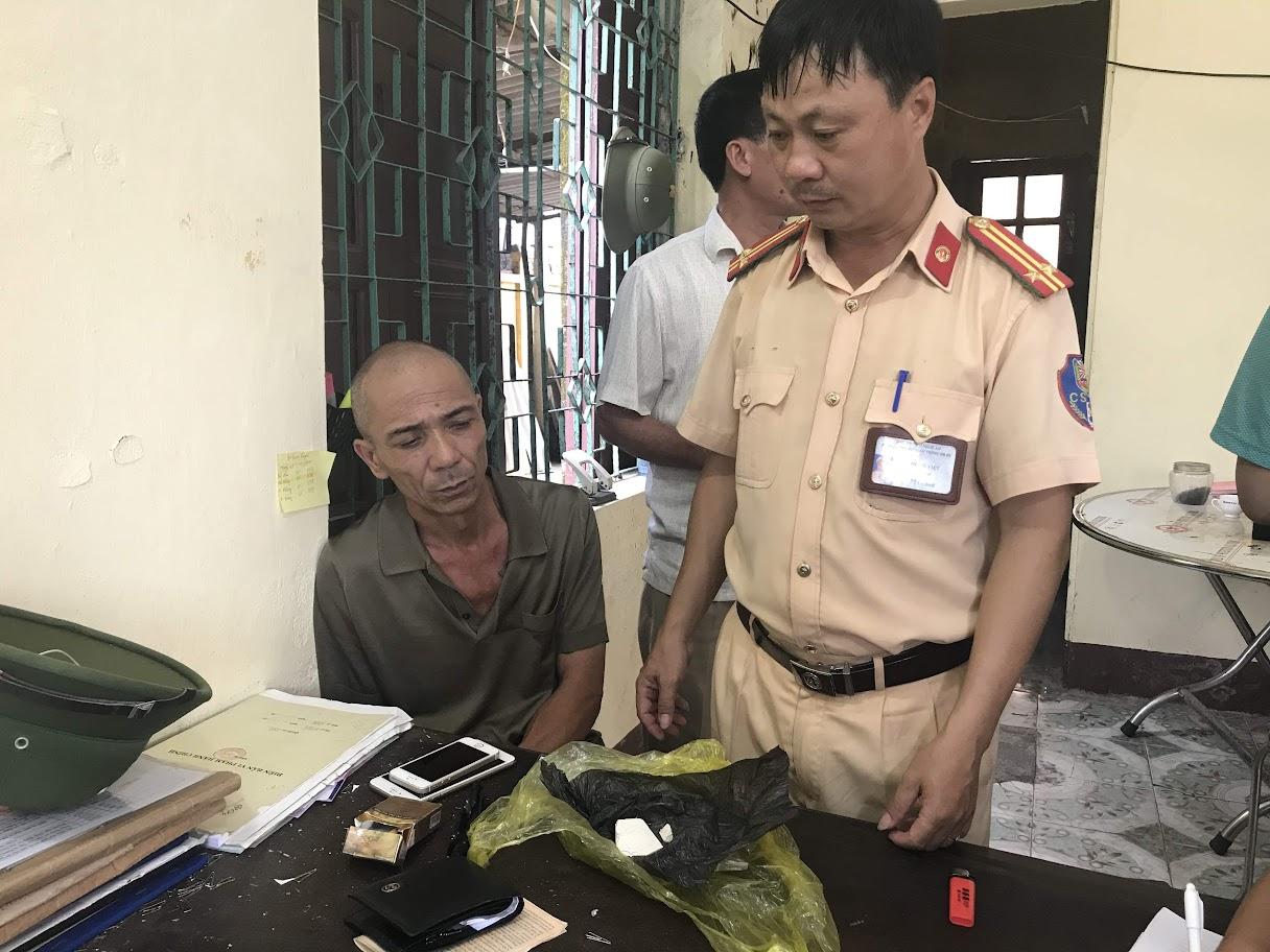 Đối tượng Mai Thanh Lâm cùng số ma túy bị thu giữ