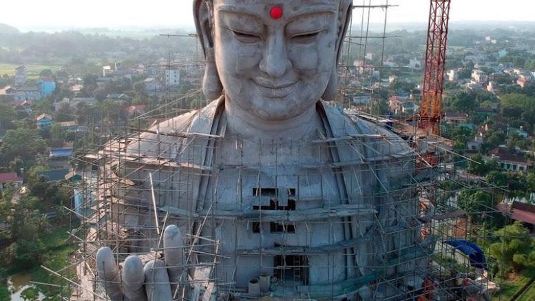 Việt Nam: Vạt núi đốn cây xây nơi thờ Phật 'vì tâm linh'?