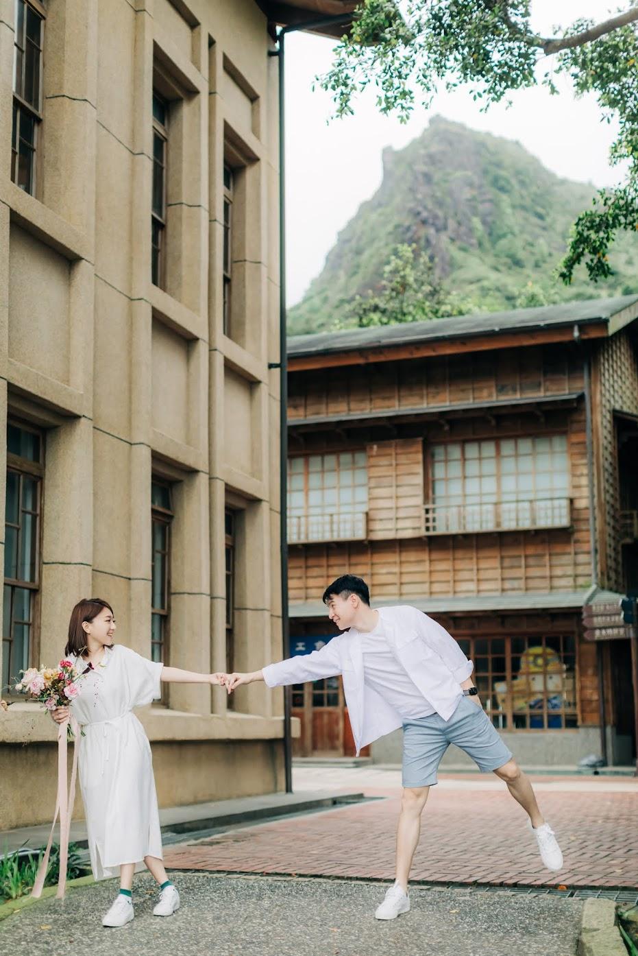 便服婚紗自宅篇 | Hungchi + Wei Engagement | 自宅裡的美式逐光婚紗 便服婚紗自宅篇 / 居家 便服 寫真 / 美式婚紗婚禮 / 便服照 , 今年夏天,我們在新人的家中 ,為Hungchi&Wei拍攝了這組 自宅 便服 婚紗 ,雖然天氣炎熱,但拍攝相當順利。這是一次非常深刻的 居家 便服婚紗 寫真 拍攝經驗,而棚拍後,我們前往金瓜石黃金博物館,為他們拍攝AG專屬的 逐光 美式 婚紗。