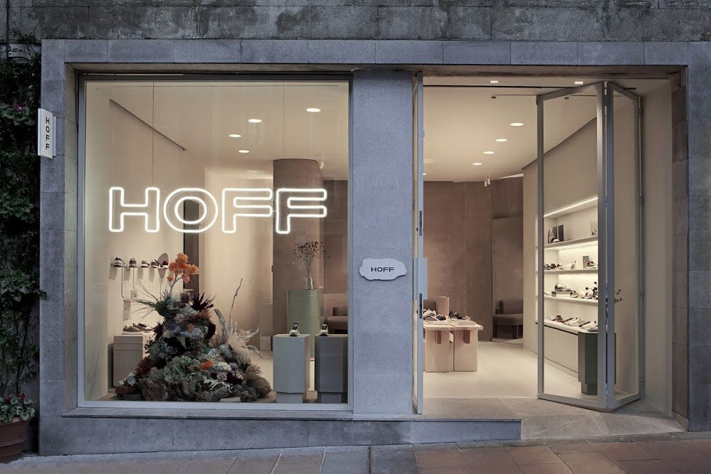 thiết kế mặt tiền shop giày