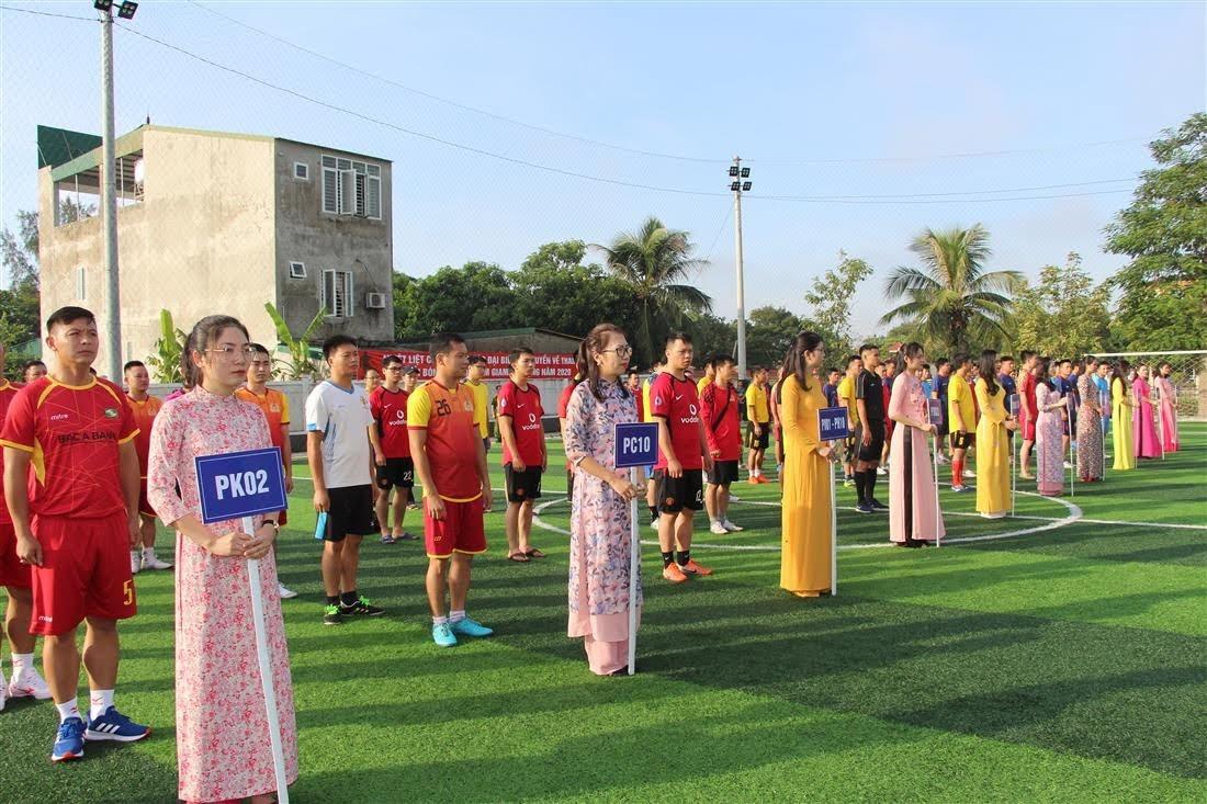 Các đội tham gia giải.