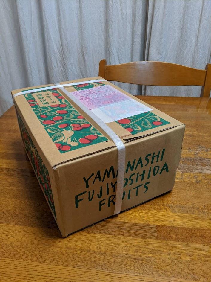 ふるさと納税富士吉田市の返礼品の段ボールの画像